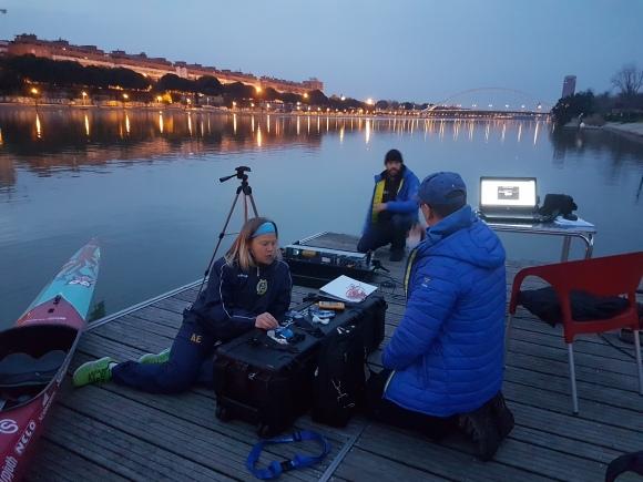 Tidig morgon i Sevilla; Åsa tillsammans med Thomas och Juan från Bosön förbereder inför en lång testdag.